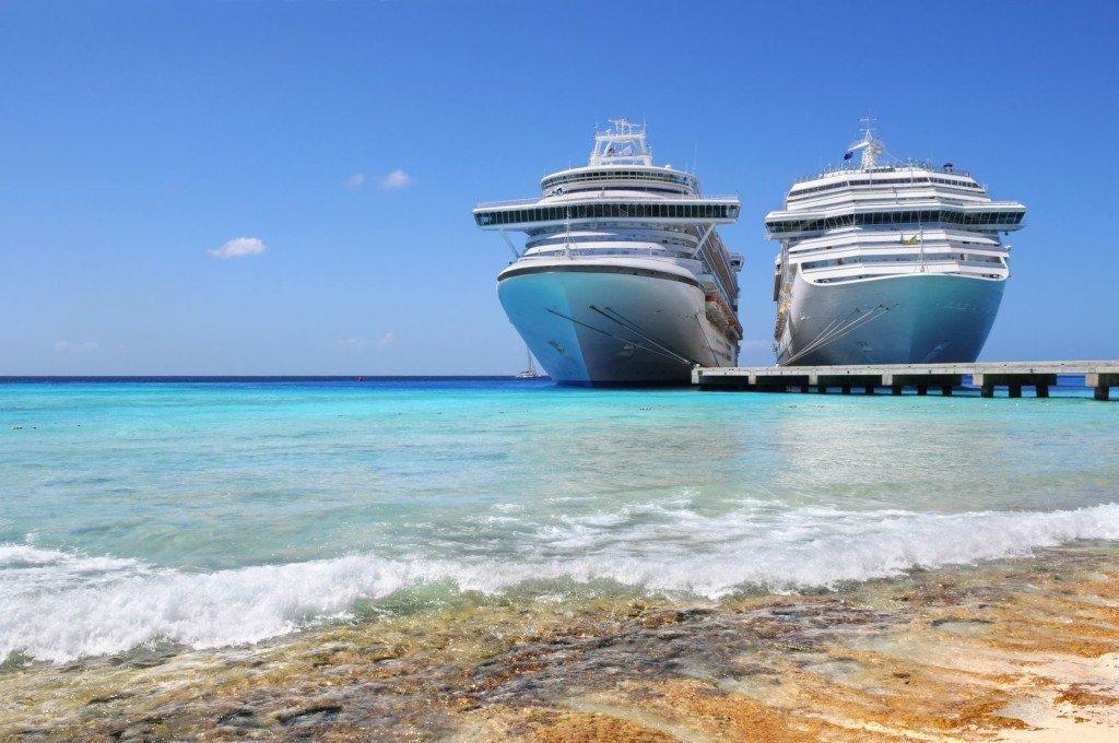 Zwei Kreuzfahrtschiffe