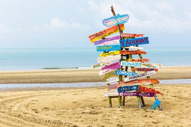 Holzschilder am Strand