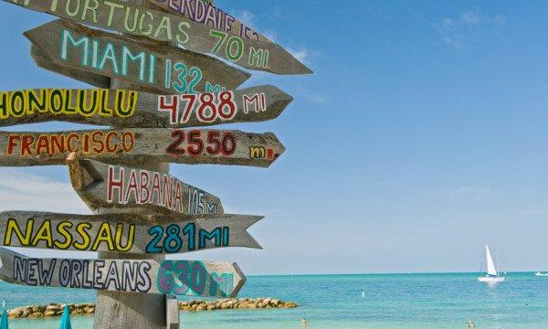Schilder am Strand
