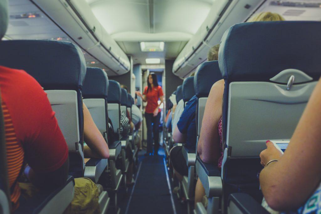 Schlafen im Flugzeug