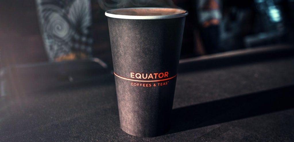 Kaffee an Bord im Becher