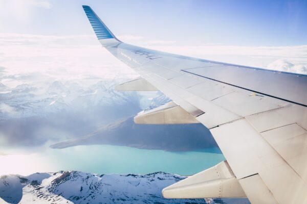 Flugzeug zur Kreuzfahrt